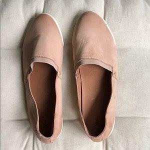 FRYE leather flats 10 Tan/Nude